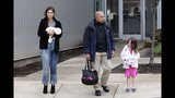 Tom Cruise, Katie, Suri Spotted In Pittsburgh - (16/25)