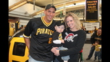 Pittsburgh Pirates fans meet players at PirateFest - (4/25)