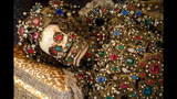 Photos: Jeweled skeleton relics show a macabre beauty - (3/15)