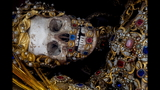 Photos: Jeweled skeleton relics show a macabre beauty - (8/15)