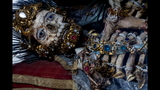 Photos: Jeweled skeleton relics show a macabre beauty - (15/15)