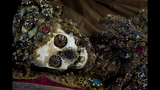 Photos: Jeweled skeleton relics show a macabre beauty - (5/15)