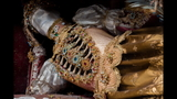 Photos: Jeweled skeleton relics show a macabre beauty - (12/15)