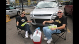 Pirates fans tailgate before first playoff… - (15/25)