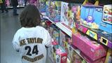Children shop with Steelers' Ike Taylor at Walmart - (16/25)