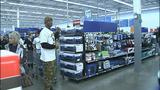 Children shop with Steelers' Ike Taylor at Walmart - (22/25)