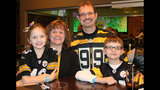 Photos: Jerome Bettis, Steelers bowl for the… - (5/25)