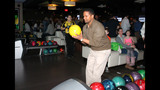 Photos: Jerome Bettis, Steelers bowl for the… - (17/25)
