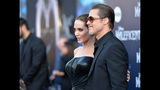 Photos: Brad Pitt attacked, Angelina Jolie… - (3/25)