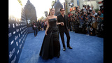 Photos: Brad Pitt attacked, Angelina Jolie… - (11/25)
