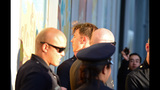 Photos: Brad Pitt attacked, Angelina Jolie… - (2/25)