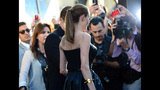 Photos: Brad Pitt attacked, Angelina Jolie… - (18/25)