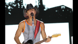Tim McGraw, Kip Moore, Cassadee Pope perform… - (12/25)