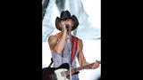 Tim McGraw, Kip Moore, Cassadee Pope perform… - (5/25)