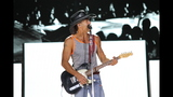 Tim McGraw, Kip Moore, Cassadee Pope perform… - (9/25)