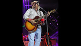 Toby Keith, Colt Ford perform in Pittsburgh - (12/25)