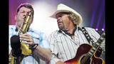 Toby Keith, Colt Ford perform in Pittsburgh - (25/25)