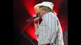 Toby Keith, Colt Ford perform in Pittsburgh - (15/25)
