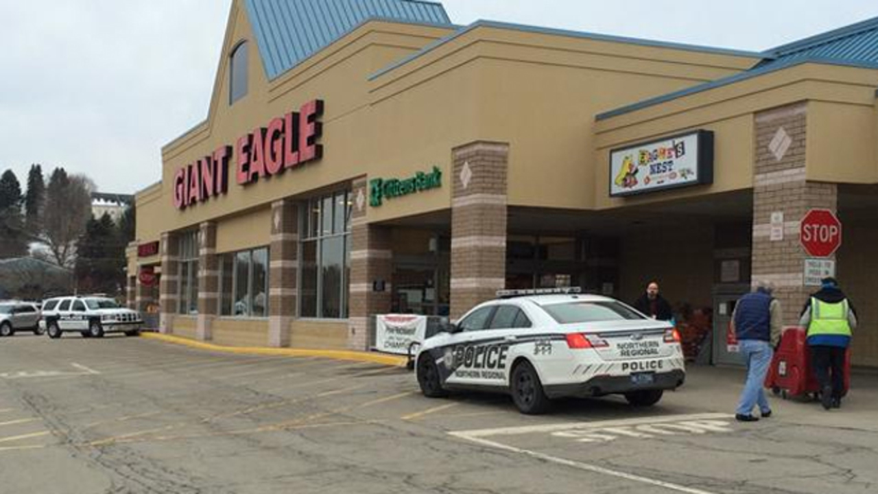 2 Injured When Gun Falls Out Of Man S Pack At Giant Eagle Wpxi