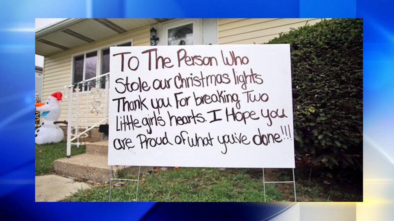 Grinch Christmas Lights.Family Posts Message To Grinch Who Stole Christmas Lights