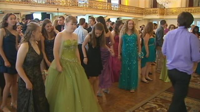Pittsburgh-area schools host prom for students with disabilities | WPXI