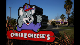 Man attempts to rob Chuck E. Cheese