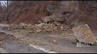 RAW: Rock slide on Allegheny River Boulevard (1/24/17)
