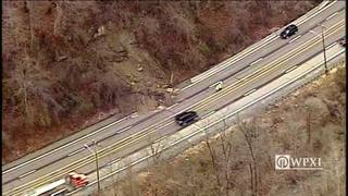 RAW: Landslide closes portion of University Boulevard in Moon Twp.