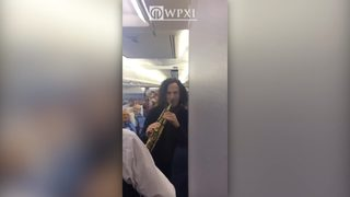 Kenny G gives in-flight concert