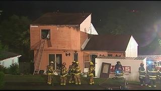 Firefighter injured during 2-alarm blaze in Bethel Park home