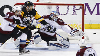Bernier makes 39 stops as Avalanche top Penguins 2-1