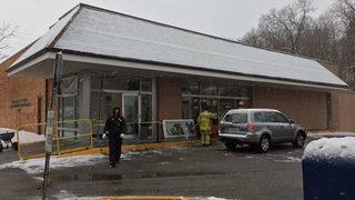 SUV crashes into Mt. Lebanon Post Office