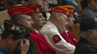 Hundreds show up to honor veteran who died alone