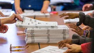 How do I register to vote in Pennsylvania?