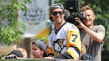 PITTSBURGH, PA - JUNE 14: Matt Cullen #7 of the Pittsburgh Penguins rides in the Victory Parade and Rally on June 14, 2017 in Pittsburgh, Pennsylvania. (Photo by Justin Berl/Getty Images)