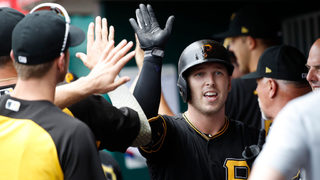 Dickerson leads Pirates to 9th straight win, longest streak in 5 years