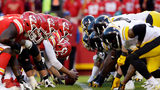 KANSAS CITY, MO - OCTOBER 15: The Kansas City Chiefs line up against the Pittsburgh Steelers during the game at Arrowhead Stadium on October 15, 2017 in Kansas City, Missouri. (Photo by Jamie Squire/Getty Images)
