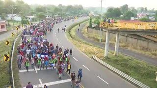 RAW VIDEO: Migrant caravan moving north