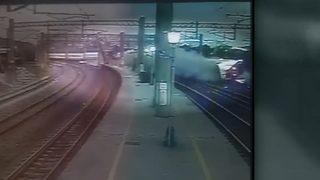 RAW VIDEO: Train derails in Taiwan
