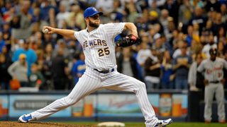 Pirates sign RHP Lyles to one-year deal