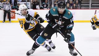 Henrique, Getzlaf help Ducks win again, beat Penguins 4-2