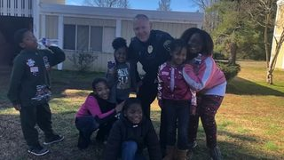 VIDEO: Officer plays dolls and colors with neighborhood kids