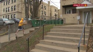 Burglars break through window of Pitt students