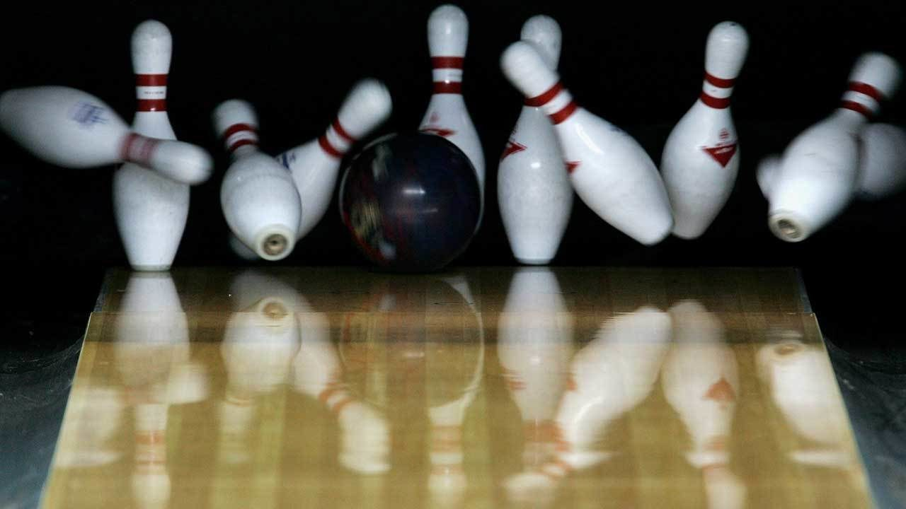 CARRICK CLASSIC LANES: Couple restoring bowling alley