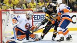 PITTSBURGH, PA - APRIL 14: Robin Lehner #40 of the New York Islanders makes a save on a shot by Patric Hornqvist #72 of the Pittsburgh Penguins  (Photo by Justin Berl/Getty Images)