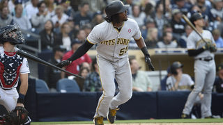 Bell hits 2 of Pirates