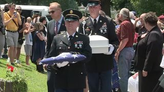 Strangers show up for funeral of veteran