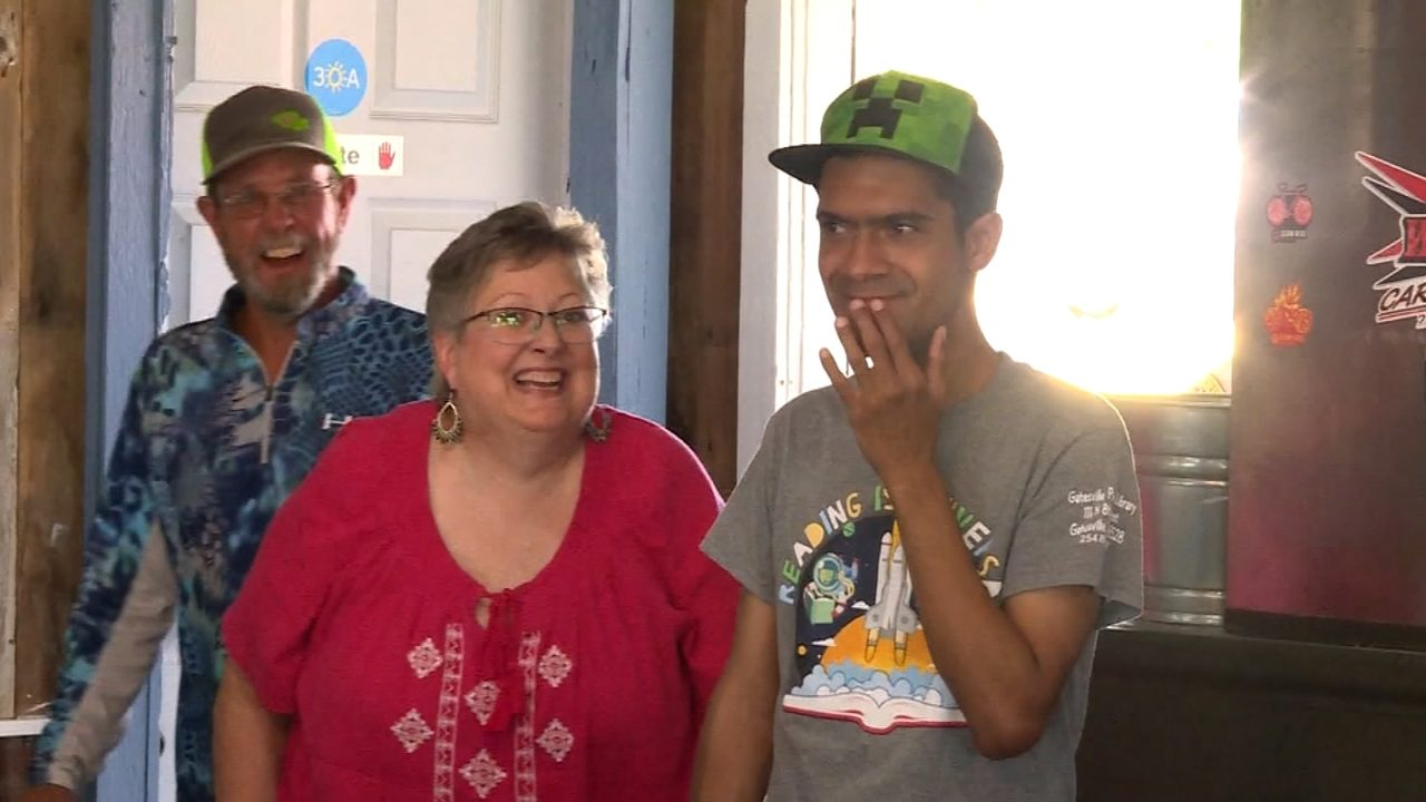 Students With Special Needs Face Double >> Man With Special Needs Gets First Birthday Party At Age Of 30 Wpxi