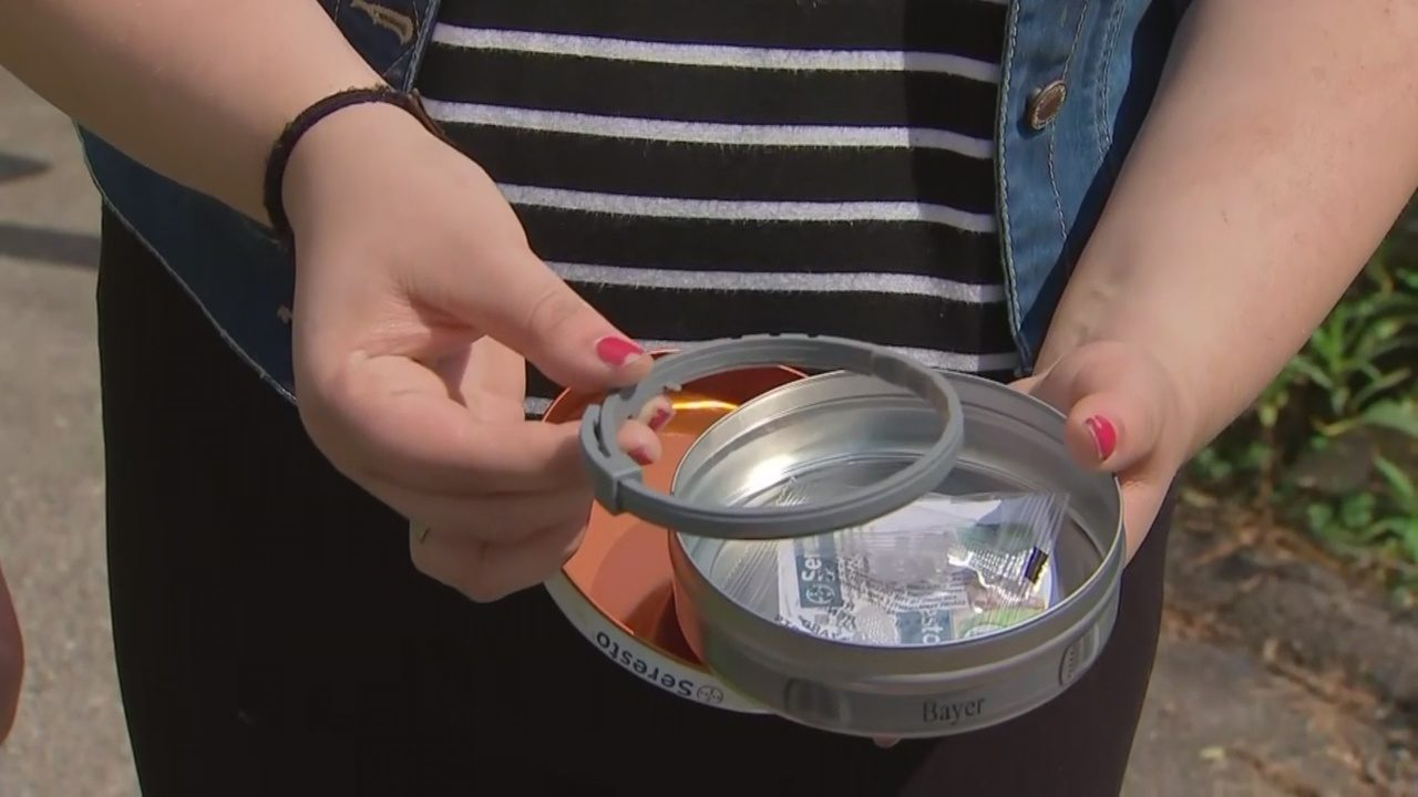 FAKE FLEA COLLARS: Woman says she bought fake flea collars